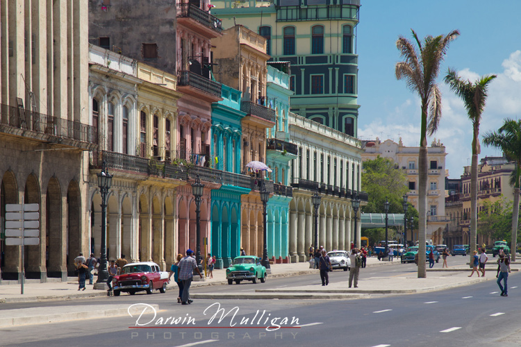 Old-town-Havana-Cuba-with-old-cars